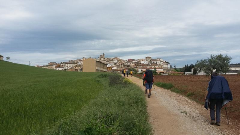 Walking from Puente la Reina to Estella